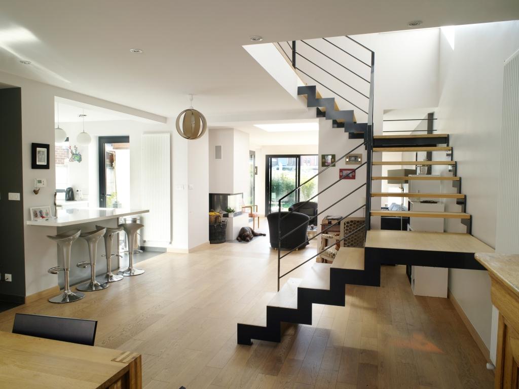 Escalier métallique, style industrielle, crémaillère, maison moderne